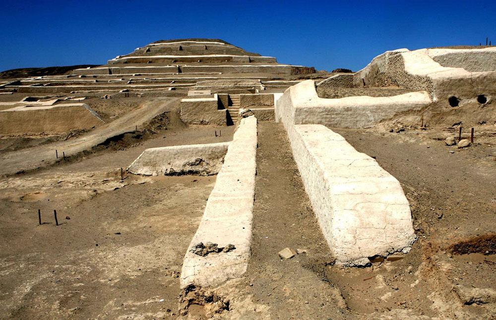 The ceremonial centre of Cahuachi - LAS ADVENTURE